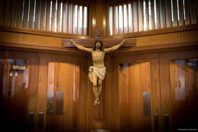 Krzyż przy wejściu.jpg