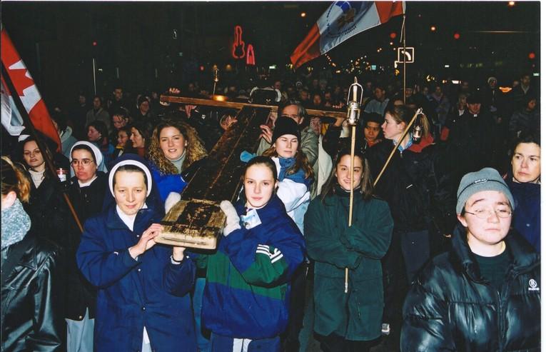 WYD Cross 2002