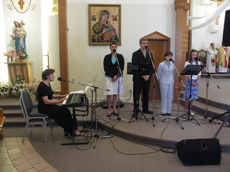 Śpiew Na Mszy z o. Mietkiem Burdzy